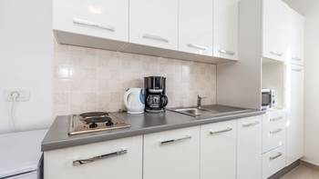 Bright, modernly furnished apartment for 4 persons near the sea, 6