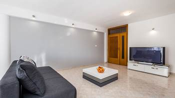 Bright, modernly furnished apartment for 4 persons near the sea, 8