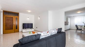 Bright, modernly furnished apartment for 4 persons near the sea, 9