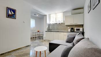 Apartment for 4 persons in Banjole with shared pool and garden, 1