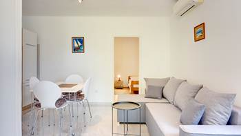 Air-conditioned apartment with private terrace, playground, WiFi, 3