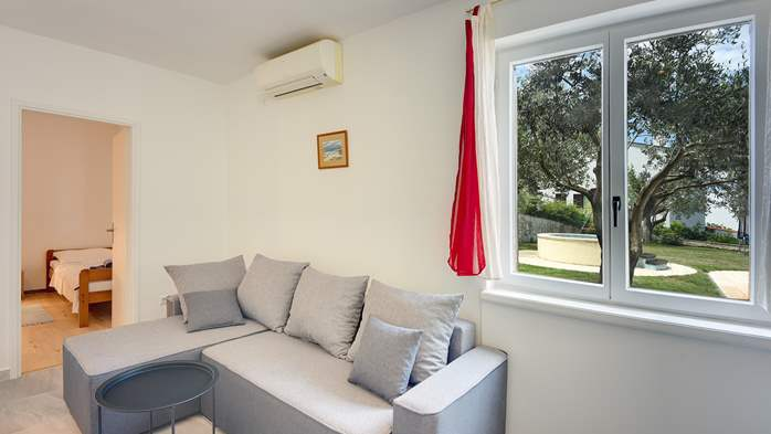 Air-conditioned apartment with private terrace, playground, WiFi, 5