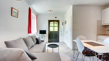 Air-conditioned apartment with private terrace, playground, WiFi, 6