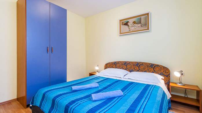 Furnished apartment with two bedrooms, outdoor pool and jacuzzi, 1