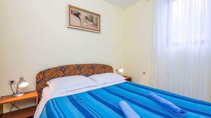 Furnished apartment with two bedrooms, outdoor pool and jacuzzi, 17