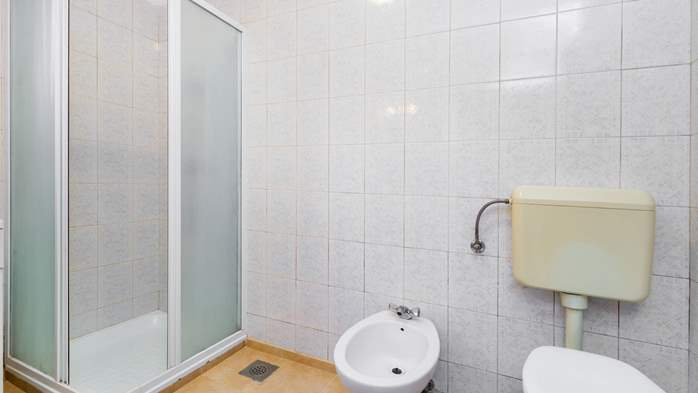 Furnished apartment with two bedrooms, outdoor pool and jacuzzi, 22