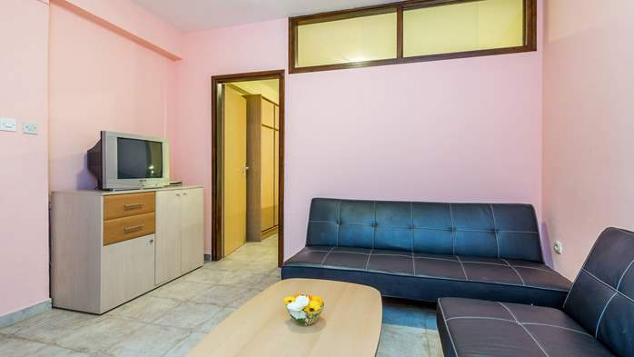 Furnished apartment with two bedrooms, outdoor pool and jacuzzi, 2