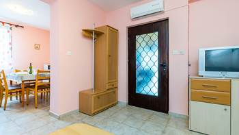 Furnished apartment with two bedrooms, outdoor pool and jacuzzi, 4