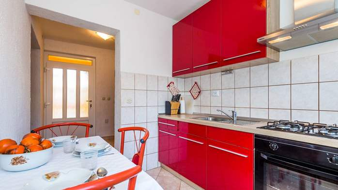 Apartment for 3 persons in Valbandon, free WiFi, SAT-TV, barbecue, 1