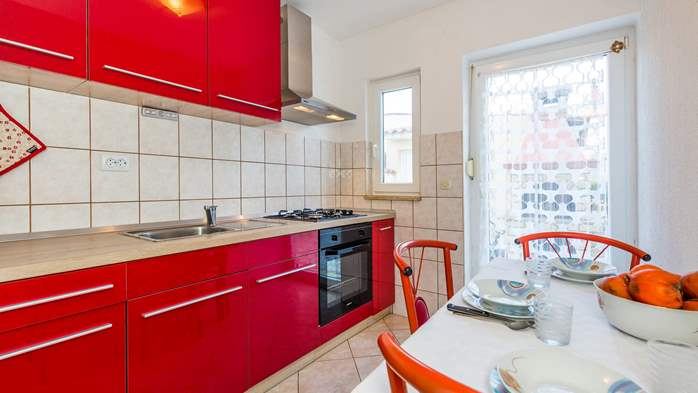Apartment for 3 persons in Valbandon, free WiFi, SAT-TV, barbecue, 2