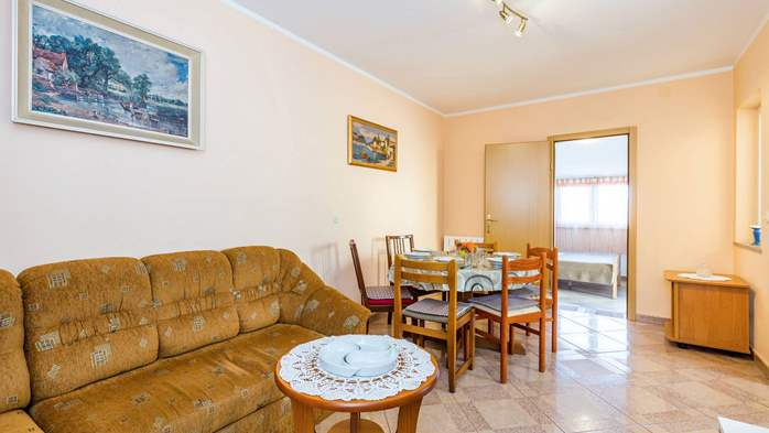 Spacious 3 bedroom apartment in Valbandon, with beautiful balcony, 11
