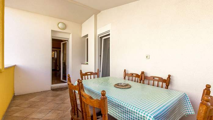 Spacious 3 bedroom apartment in Valbandon, with beautiful balcony, 16