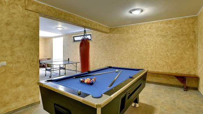 Beautiful villa on two floors with private pool, billiards, Wi-Fi, 33