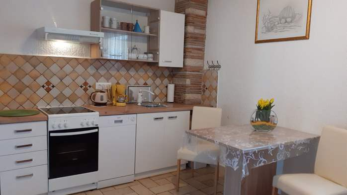 Lovely studio apartment for two with shared outdoor pool, 2