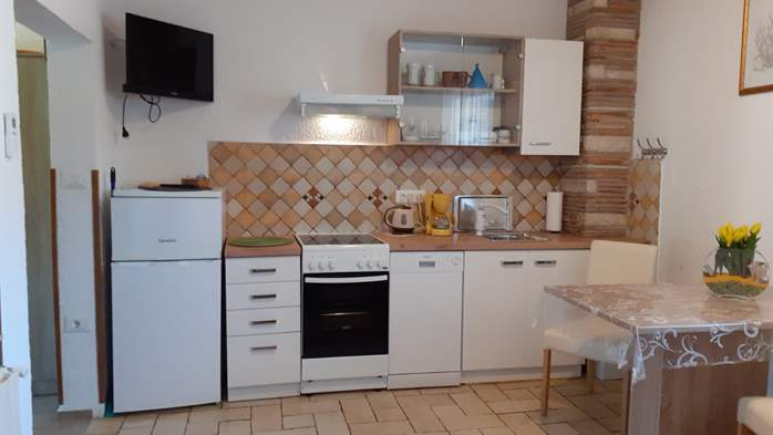 Lovely studio apartment for two with shared outdoor pool, 1