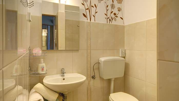 Lovely studio apartment for two with shared outdoor pool, 4