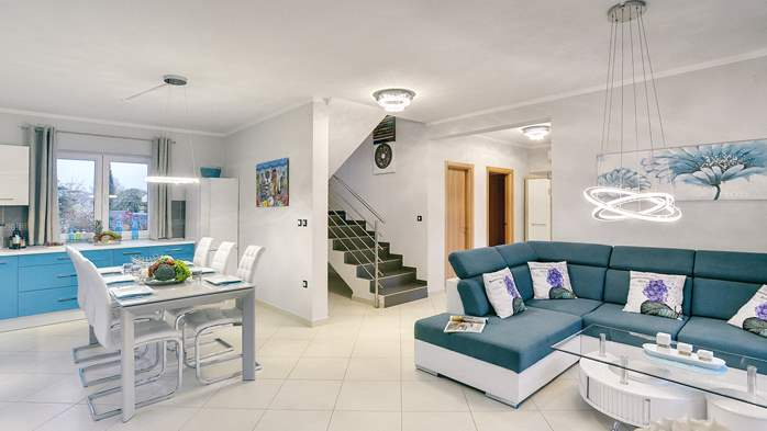 Modern villa with three bedrooms, pool with whirlpool, Wi-Fi, 20