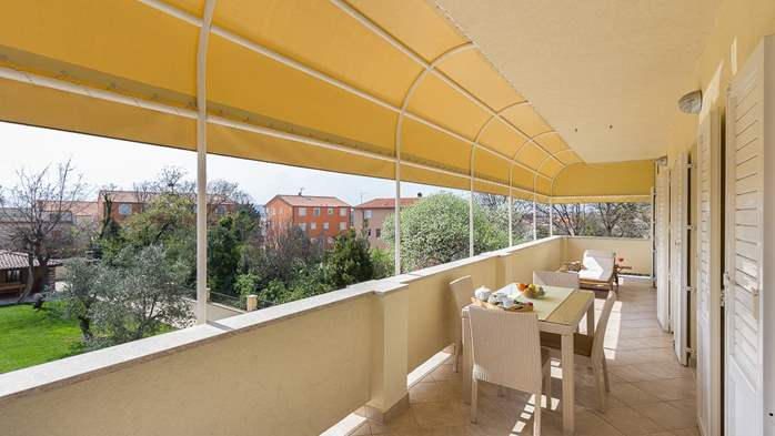 Cozy and stylish apartment with three bedrooms and balcony, 25