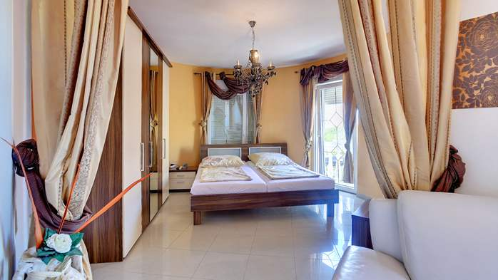 Unique 12 bedroom property with pool ideal for multiple families, 28