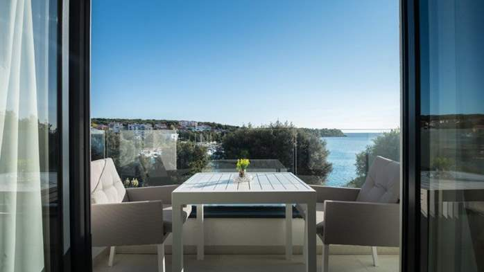 Luxury villa only 30 m from the sea, private pool, BBQ, 20
