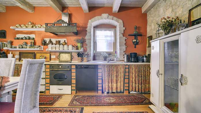 Charming, rustic villa with pool, 3 bedrooms, WiFi, 14