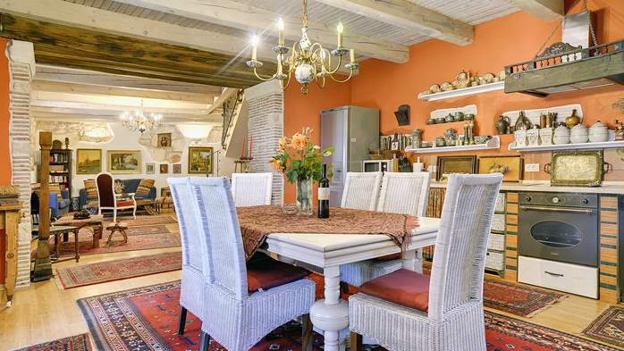 Charming, rustic villa with pool, 3 bedrooms, WiFi, 16