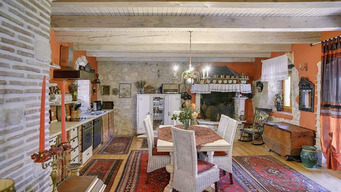 Charming, rustic villa with pool, 3 bedrooms, WiFi, 19