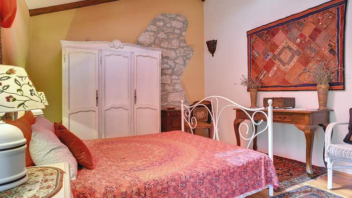 Charming, rustic villa with pool, 3 bedrooms, WiFi, 22