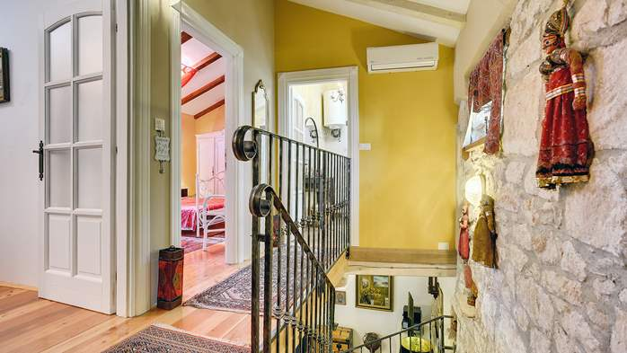 Charming, rustic villa with pool, 3 bedrooms, WiFi, 23