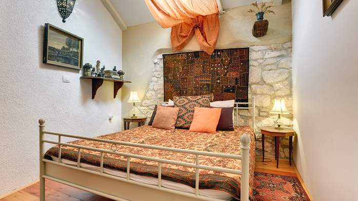 Charming, rustic villa with pool, 3 bedrooms, WiFi, 26