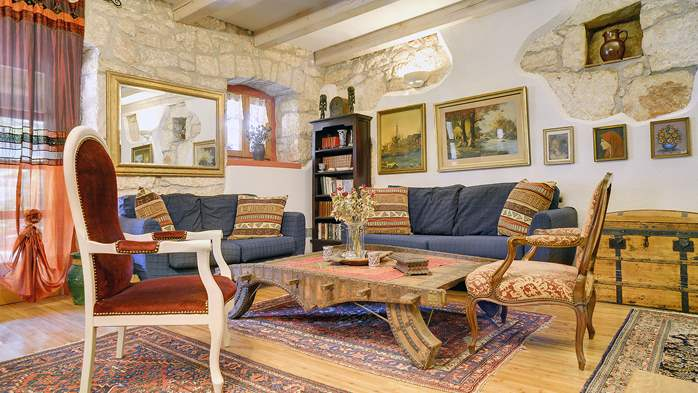Charming, rustic villa with pool, 3 bedrooms, WiFi, 27