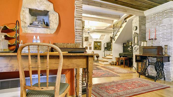 Charming, rustic villa with pool, 3 bedrooms, WiFi, 30