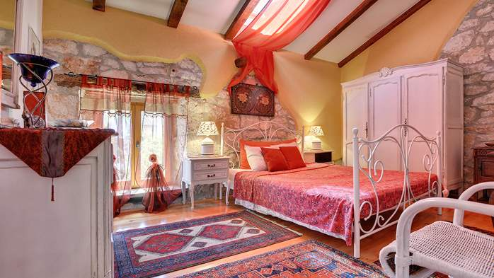 Charming, rustic villa with pool, 3 bedrooms, WiFi, 32