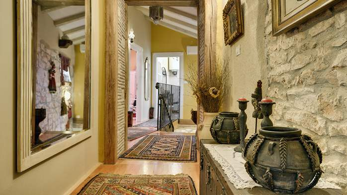 Charming, rustic villa with pool, 3 bedrooms, WiFi, 33