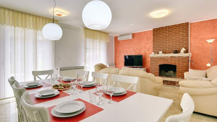 Family villa in Štinjan with heated pool, BBQ and gym room, 19