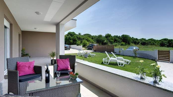 Holiday house in Pula on a quiet location, two bedrooms, Wi-Fi, 25