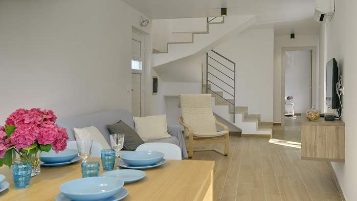 Newly built modern villa very close to the beach, pool and WiFi, 14