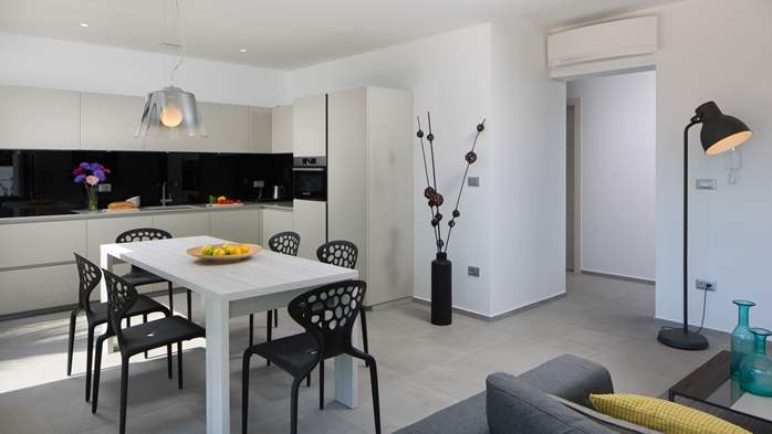 Beautiful, designed apartment with private pool, three bedrooms, 8