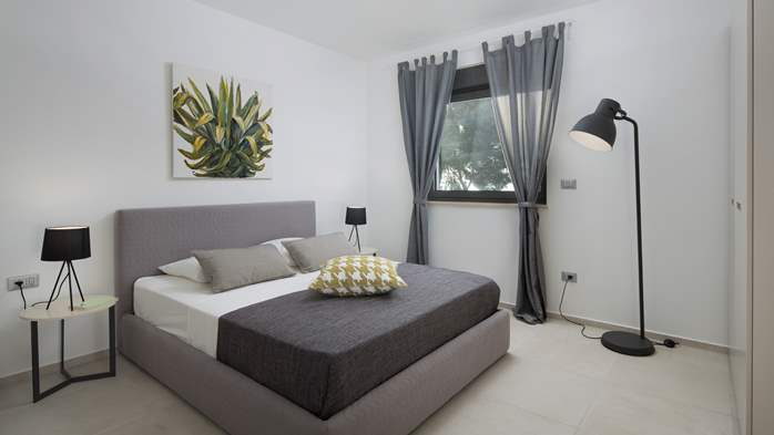Immaculate apartment for 7 persons on two floors, private jacuzzi, 9