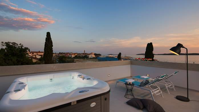 Designed apartment on two floors with sea view, private jacuzzi, 1
