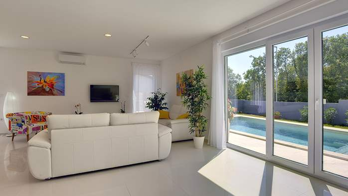 Villa with heated pool with whirpool, gym and swings, 17