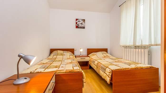 Comfortable accommodation for 12 people, house with pool, Ližnjan, 19
