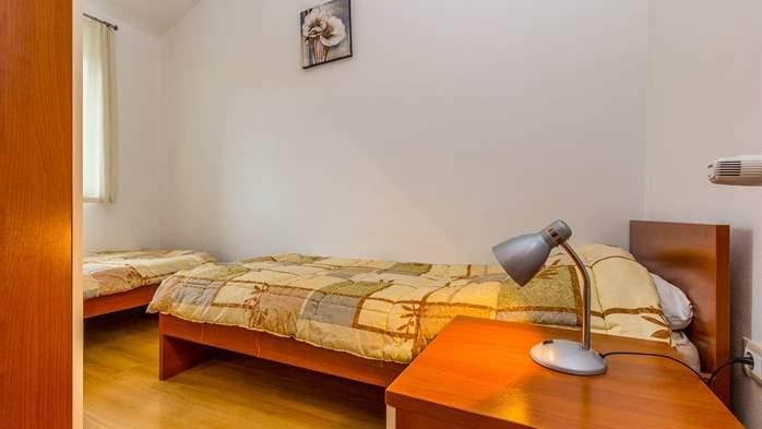 Comfortable accommodation for 12 people, house with pool, Ližnjan, 20
