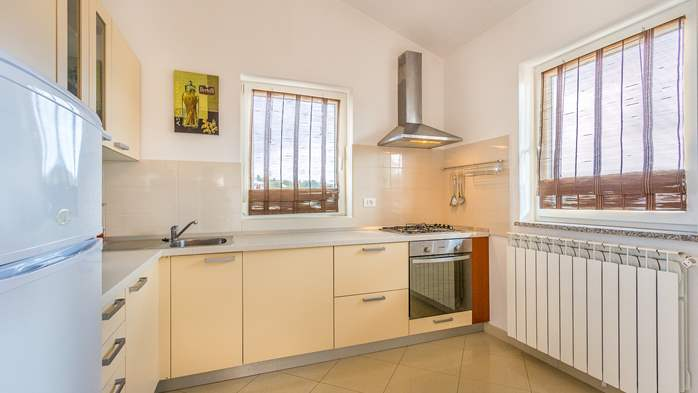 Comfortable accommodation for 12 people, house with pool, Ližnjan, 24