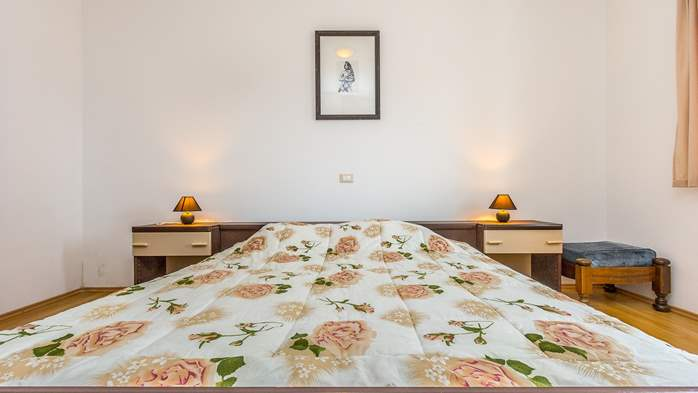 Comfortable accommodation for 12 people, house with pool, Ližnjan, 31