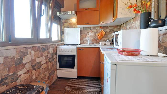 Charming newly renovated holiday home with air conditioning, 12