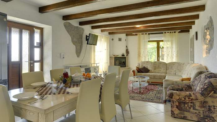 Villa for 10 persons in a quiet setting, pool with whirpool, WiFi, 14