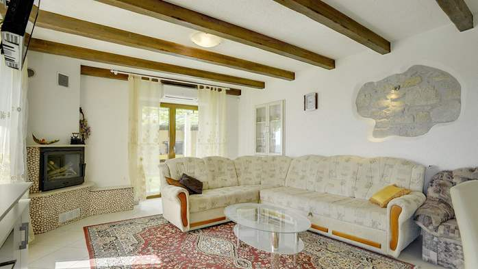 Villa for 10 persons in a quiet setting, pool with whirpool, WiFi, 19