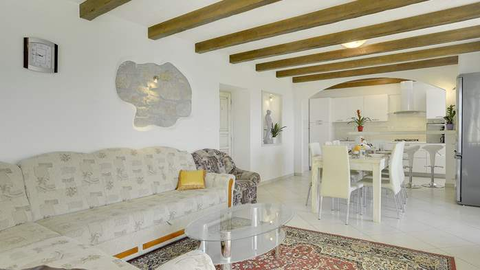 Villa for 10 persons in a quiet setting, pool with whirpool, WiFi, 20
