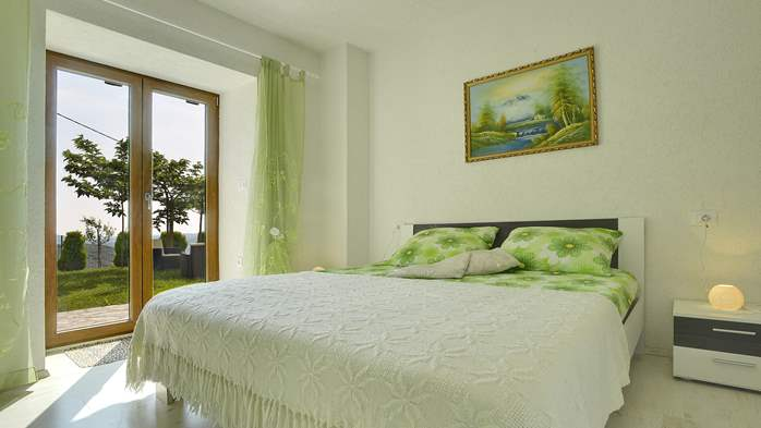 Villa for 10 persons in a quiet setting, pool with whirpool, WiFi, 21